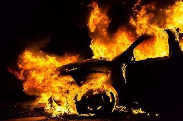 На Сумщине сожгли авто новоизбранному депутату