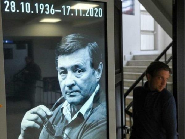 Романа Виктюка похоронят в стеклянном гробу: стали известны подробности панихиды по режиссёру