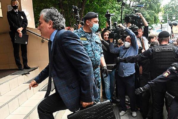 Полиция решила проверить бывшего адвоката Ефремова на подстрекательство