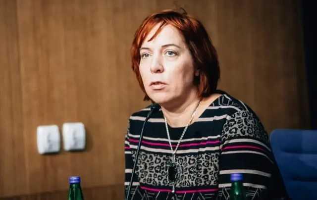 В Эстонии уволили министра за то, что возила детей на служебной машине